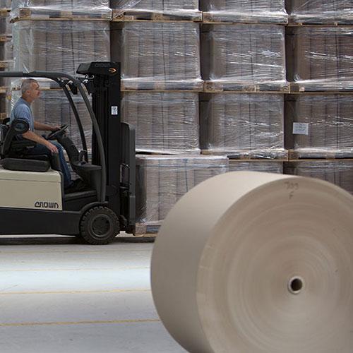 Unser Papierlager hat stets alle Papiersorten für den sofortigen Versand vorrätig.