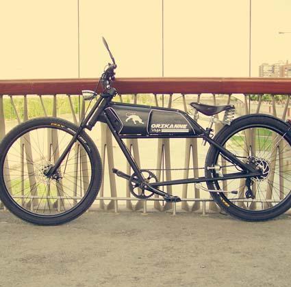 Nuestra bicicleta Vega está inspirada en una motos clásica, en concreto una Guzzi de los años 30. Es un modelo Custom muy cómodo y fácil de conducir que te hará pasar grandes momentos.