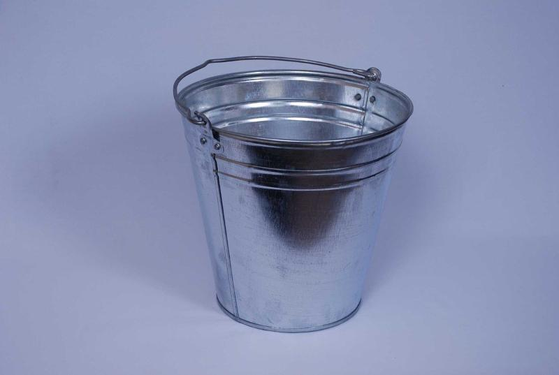 Zinc-coated buckets with capacity of 5L / 7L / 10L / 12L / 15L. The buckets are made of 0.40-0.45mm galvanized steel. Bucket's ears thickness is 0.5mm. Handle is made of galvanised wire with dia.5mm