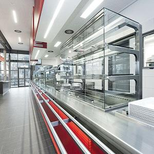Serving lines are a properly chosen combination of neutral modules and products for fast and efficient issuance of a large number of meals that guarantees storage of food at the correct temperaturę.