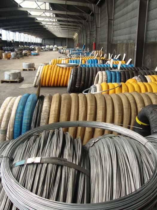stock couronnes fil d'acier