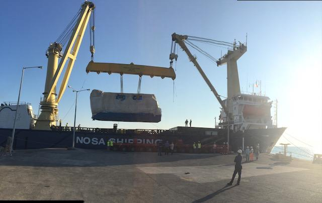 heavy lift operation by vessel crane