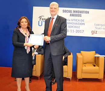 L'UTICA remet son prix pour l'innovation sociale à NIELSEN.
