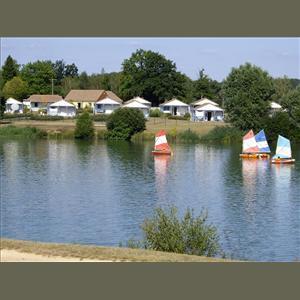 Base de loisirs au bord du lac de Mansigné