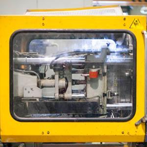Tplastic dispone de 18 máquinas de Inyección plástica desde 55 a 1.200 Tn