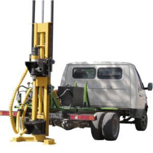 Equipo de perforación US-15  cuenta con un motor de 15 hp. Sondeo con lavado- 150m. Par motor-750*H. Diámetro inicial del trépano- 300mm.