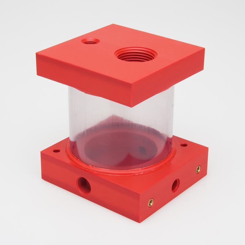 Wir fertigen auch komplette Behälter aus den unterschiedlichsten Materialien. In diesem Fall aus PVC rot und PVC transparent. Die Einzelteile werden nach der Fertigung miteinander verschweißt.