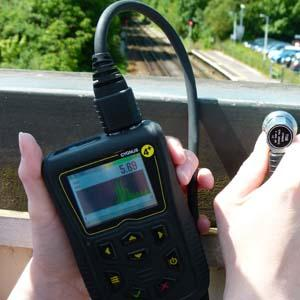 A-scan and data logging ultrasonic thickness gauge