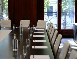 30 Euston Square offers numerous spaces for meetings, including our traditional executive boardrooms and more more modern areas. All rooms feature the latest in AV technology.