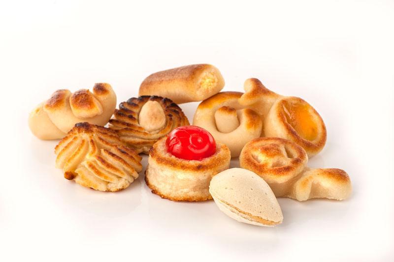 Surtido de mazapanes y dulces compuesto por: mazapán de soto, almendra rellena, figuritas de mazapán, pasta de almendra, mazapanes rellenos.