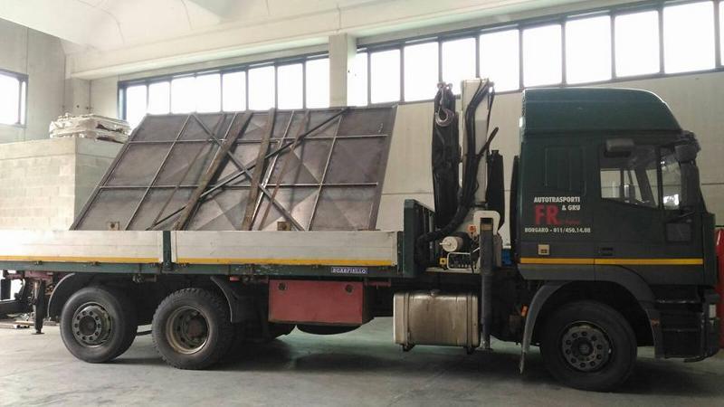 Tramite cavalletto è possibile caricare e trasportare merci voluminose che altrimenti non rientrerebbero in sagoma