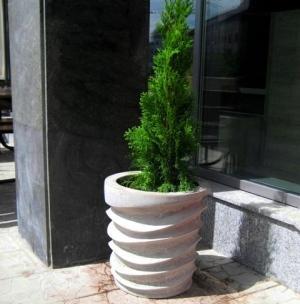 современные цветочницы высокой прочности для туи, цветов и кустарников
