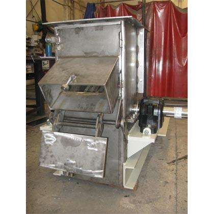 Molino fabricado en acero inoxidable para la trituración de residuos cítricos.