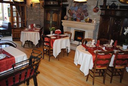 Petite salle de restaurant de l'hotel le Prieure