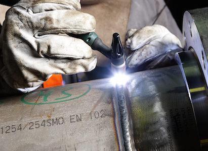 Questo processo di lavorazione è eseguito usando esclusivamente saldatrici ad arco pulsato, questo consente una migliore qualità ed aspetto visivo della saldatura.