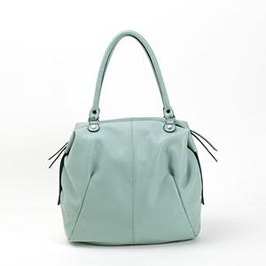 Daily woman leather bag, palma soft, entirely made in Italy. Hardware silver color, with many containers and pockets inside. Cotton inline.