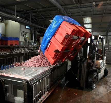 pallet box tipping in the meat industry