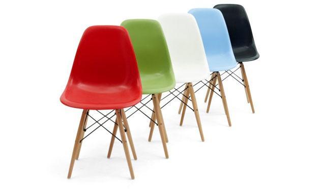 Disponemos de réplicas de todos los modelos de sillas DAW, DSW, DAR... de Los Eames. Varios colores disponibles.