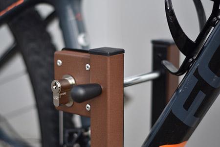 Bike ist am Rahmen gesichert.