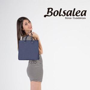 Podemos confeccionar las bolsas en tejido no tejido y darles tu toque personal imprimiendo con el logo o el diseño que prefieras.