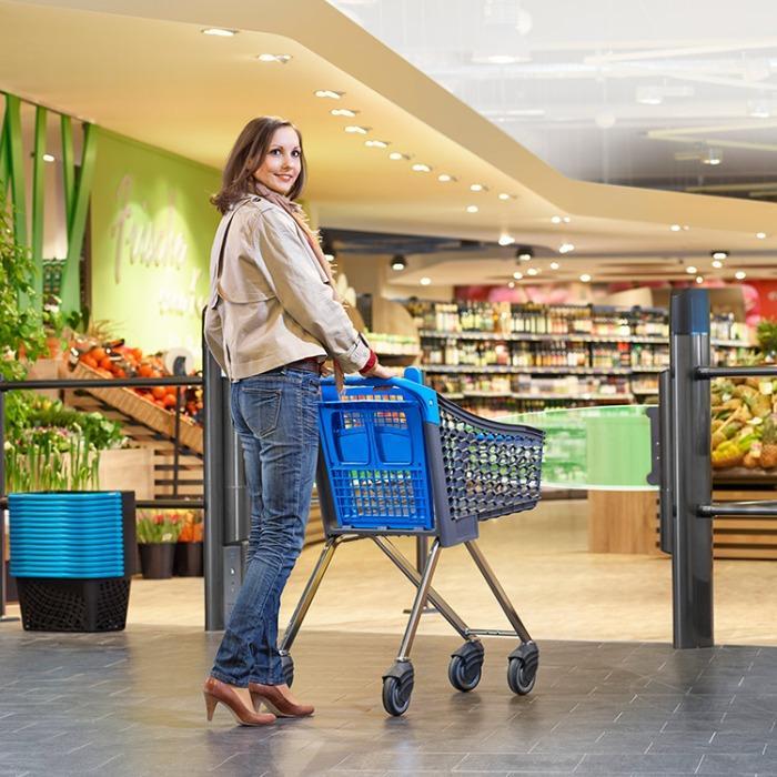Shopfitting incl. shopping trolleys, baskets and swing gates