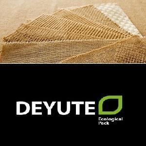 Descubra nuestra amplia gama en gramajes y anchos de tela de saco en color natural. Puede encotrar más información en www.deyute.com acerca de nuestros tejidos.