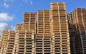 Holz- und Pressholz-Paletten