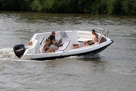 Boat manufacturer