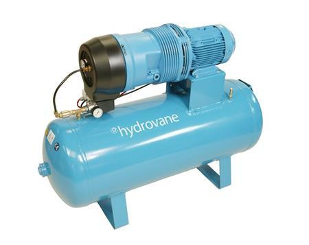 Rotationsverdichter (Rotationskompressor) auf einem Druckluftbehälter montiert.
