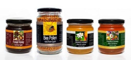Gourmet pack of Spanish honeys and Spanish bee pollen. - 1 jar of Spanish polyflora honey of 250gr  - 1 jar of Spanish orange honey of 250gr  - 1 jar of Spanish forest ho