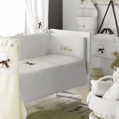 Edredones de cuna, protectores, bolsos maternales, mantas de cuna, sabanas, capas de baño, arrullos, sacos de silla, todo para la habitación, paseo y baño del bebe.