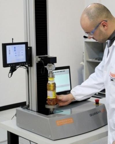 Die QUASAR 2,5 ist die kleinste GALDABINI Universalprüfmaschine für Prüfungen bis 2500 N. Sie ist für alle statischen Versuche geeignet bis hin zu Zugversuchen ISO527 (Extensometer erforderlich)
