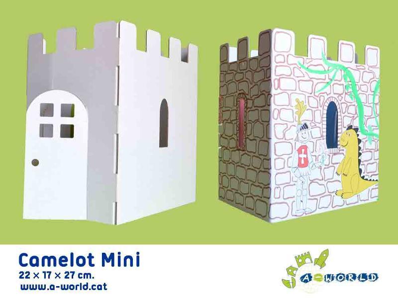 Castillo de cartón para decorar y jugar con muñecos, realizado en cartón reciclado.