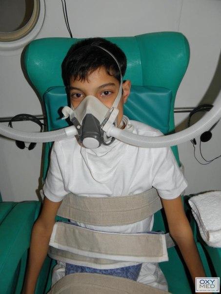 Гипербарическая оксигенотерапия (кислородная терапия под давлением, т.н.барокамера) перенасыщает все клетки организма кислородом, в том числе клетки мозга и нервной системы. http://adeli-center.com