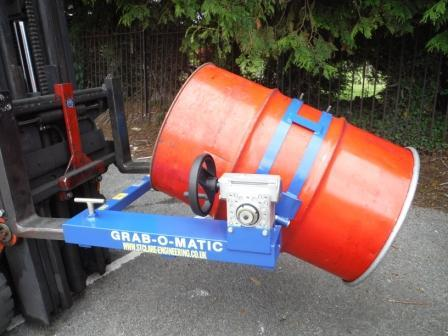 Fork Attachment Drum Rotator for Steel Drums to dispense the contents via 50:1 ratio gearbox in a controlled manor. Plastic Drums can be rotated when used with the Safety Adaptor.
