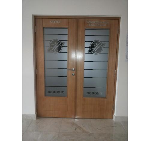 In our product range,we are offering standard white MDF doors, MDF doors with glass openings (square or semicircular openings),double leaf MDF or veneer doors, doors with chrome details in all colors.