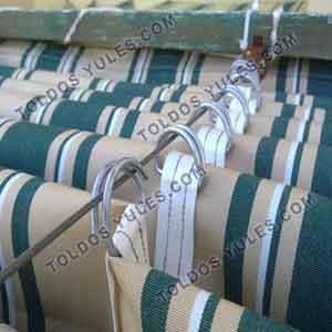 Venta de toldos planos con alambres, las anillas son abiertas, de facil instalación, para colocar el toldo sin quitar el alambre.