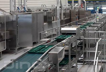 Líneas de lavado y secado de gran potencia para CAJAS y BANDEJAS. Pueden adaptarse para solucionar cualquier exigencia de lavado y secado, con módulos adicionales de aclarado, desinfectado, secado...