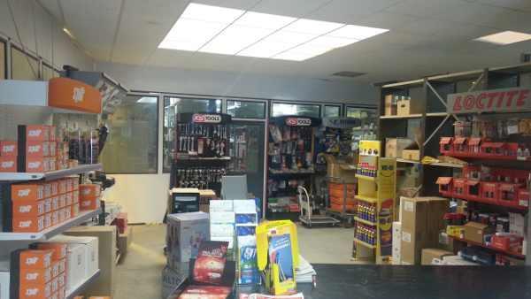 Marques disponibles en magasin : SPLIT, LOCTITE, KSTOOLS, METABO, BOSCH, HIASCHI, STANLEY, KARCHER,  3M, NORTON, SAF, CEMON, ATLAS COPCO, VIRAX, FACOM, SAM, TUBESCA, JPM, DORMA, VACHETTE, GEZE, GROOM