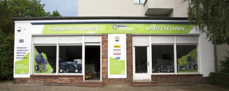 Voici notre showwroom à Berlin: toutes nos stations de peinture airless et notre atelier de réparation sont présents ici.