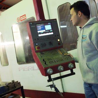 L'Officina meccanica Tecnometalsystem rappresenta un settore nevralgico dell'azienda in quanto da un lato realizza i nuovi prodotti (stampi termoplastici) e dall'altro esegue operazioni di realizzazio