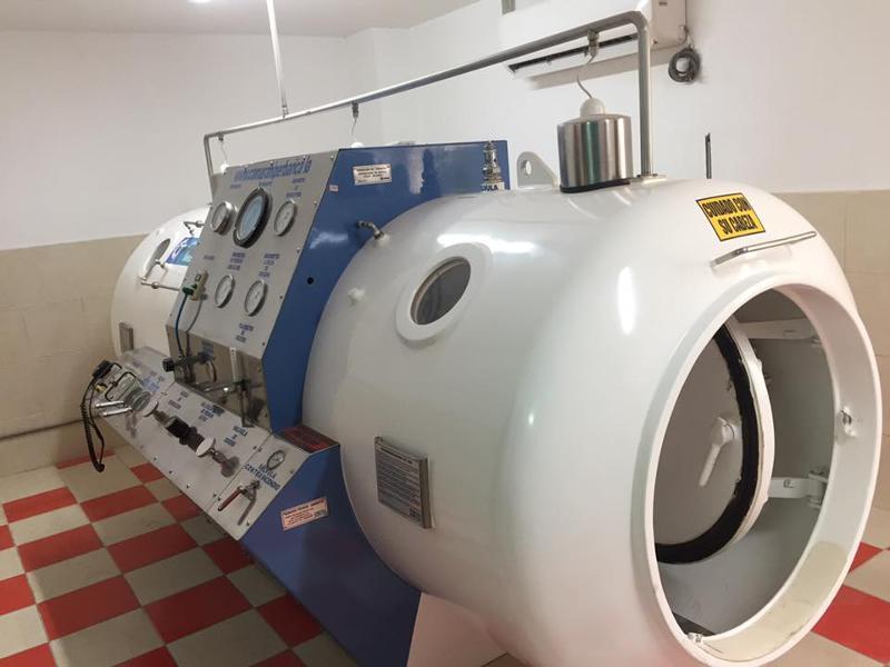 Cámara Hiperbárica Multiplaza Modelo HL100B. Fabricado bajo normas ASME PVHO1. Para buceo y uso medico. Certificación por Bureau Veritas. Registro Sanitario expedido por Digemid-MINSA.