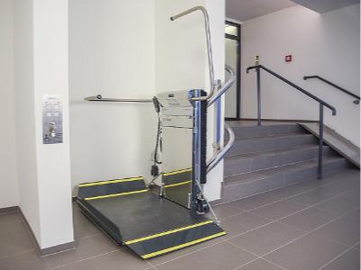 Stratos - unser neuer Plattform Treppenlift mit Zahnstange