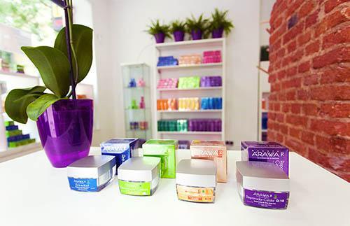 Selección de nuestras cremas naturales faciales con el packaging diseñado específicamente para el mercado europeo.