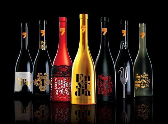 Pack de 7 botellas de vino D.O. Rioja con un packging internacionalmente galardonado
