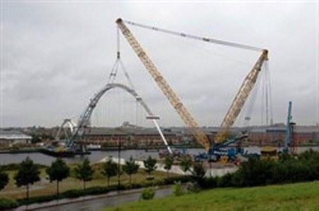 Lattice boom crane on double ring.