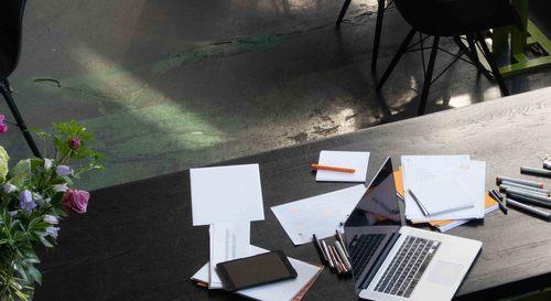 eike einfeldt.branding-design_Desk