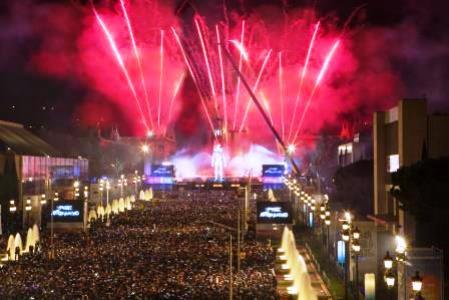 70.000 people were gathered to welcome the New Year in Barcelona.We were the responsible of  renting and installation of two 20mm resolution LED screen and the video control.
