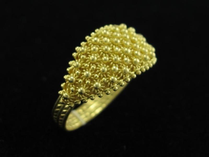 Traditional Sardinian ring handmade. Gold filigree. We produce traditional and modern filigree jewellry. Contact us for more informations