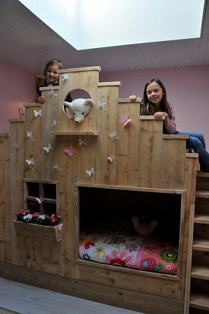 Bed steigerhout vlinderhuisje geproduceerd uit ecologisch hout. Dit bed is een echte eyecatcher in uw huis en een droom voor ieder kind. Wilt u uw kind gelukkig zien denk dan aan bcdesignwood.
